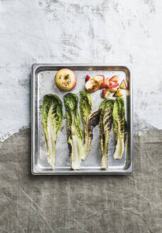 Grilled greens and apples on baking tray - JOHF04200