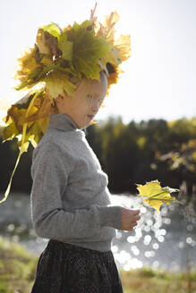 Little girl with autumn wreath on her head - EYAF00587