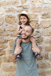 Portrait of happy little girl on her father's shoulders - GEMF03217