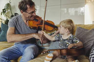 Toddler watching his father playing violin - MFF04893