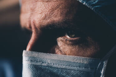 Close-up of a focused surgeon - DAMF00195