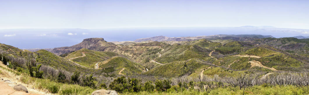 Spain, Canary Islands, La Gomera, Winding road in front of Table Mountain seen from summit of Garajonay - MAMF00896