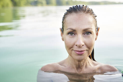 Portrait of mature woman in a lake - PNEF02211