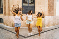 Three carefree female friends in the city - MPPF00183