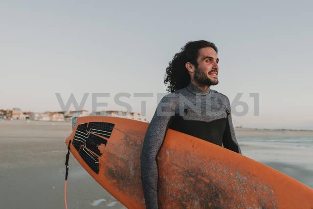 Portrait of surfer on the beach at sunset, Costa Nova, Portugal - AHSF00955 - Hernandez and Sorokina/Westend61