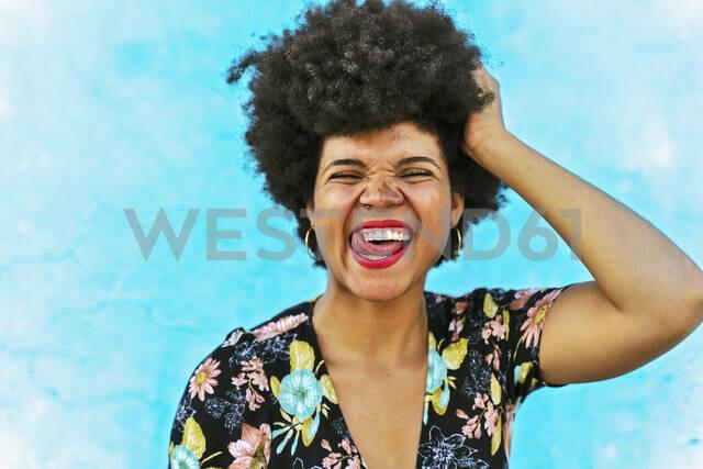 Portrait of female Afro-American woman, hand in hair - ERRF01761 - Eloisa Ramos/Westend61