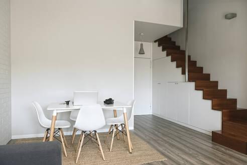 Modern flat with workspace - AHSF01018