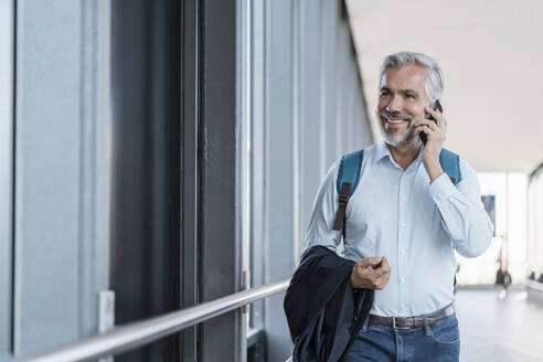 Smiling mature businessman on the phone - DIGF08590