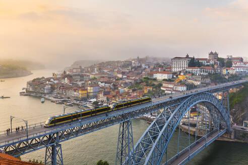 Ponte Dom Luís I spanning Douro River, Porto, Portugal - CUF52682