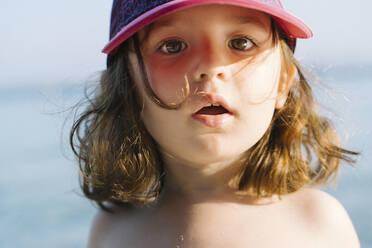 Portrait of little girl wearing cap on the beach - GEMF03248