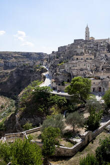 Italy, Basilicata, Matera, View of old town with gorge Gravina di Matera and cathedral - HLF01163
