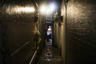 Alley in Tokio at night, Japan - ABZF02635