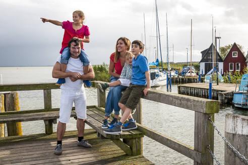 Happy family on a pier, Ahrenshoop, Mecklenburg-Western Pomerania, Germany - EGBF00427