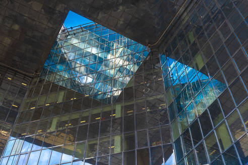 Detail of a modern glass mirror business building by London Bridge - CAVF66004