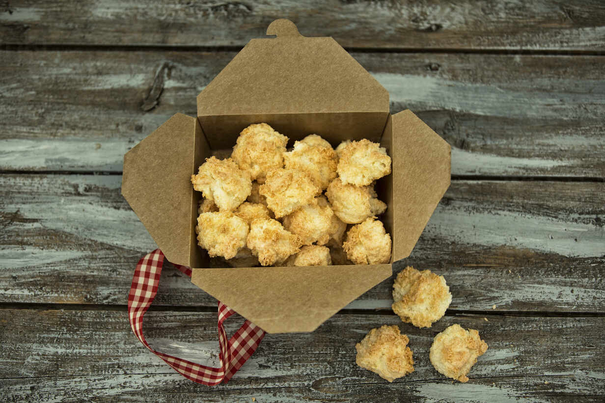 Box Of Freshly Baked Coconut Macaroons Maef12958 Roman Marzinger Westend61