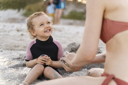 Happy girl with her mother on the beach - DIGF08815