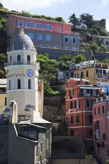 Townscape of Vernazza, Cinque Terre, Italy - GIOF07375
