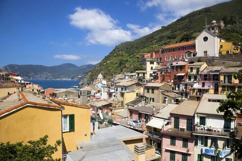 Townscape of Vernazza, Cinque Terre, Italy - GIOF07384