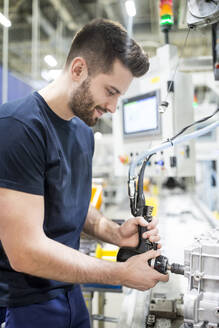 Man working in a modern factory - WESTF24262