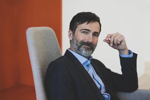 Portrait of confident mature businessman - MOEF02587