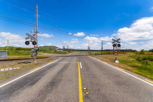 Railway crossing without gates, South Island, New Zealand - SMAF01688