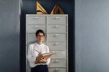 Portrait of office worker, holding files - SODF00218