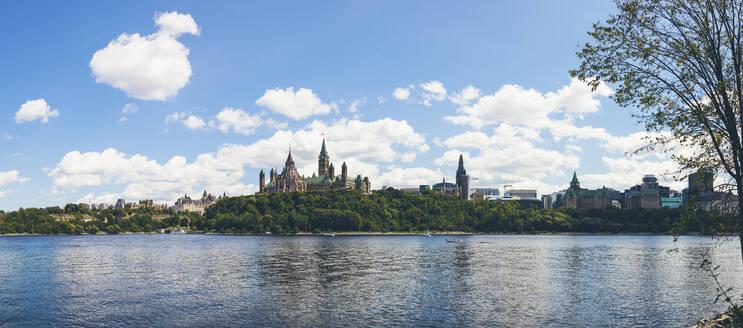 Canada, Ontario, Ottawa, Ottawa Riverwith city skyline in background - GIOF07658