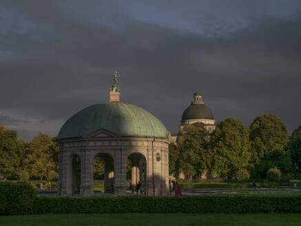 München, Hofgarten, Abendstimmung - JMF00456