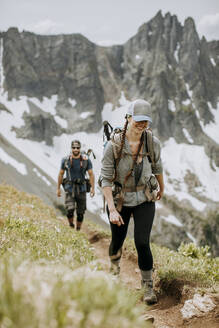 A couple hike together in the Cascade mountains, washington - CAVF68543