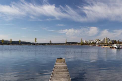 Finland, Lahti, Lakeshore jetty in spring - MELF00208