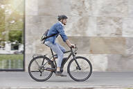 Student on his e-bike at Goethe University in Frankfurt, Germany - RORF01947