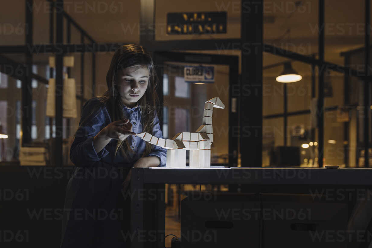 Girl with dinosaur model in office - GUSF02737 - Gustafsson/Westend61