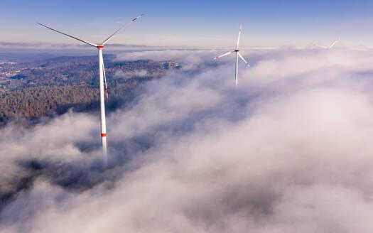 Germany, Baden-Wurttemberg,Goldboden, Wind farm shrouded in autumn fog - STSF02365