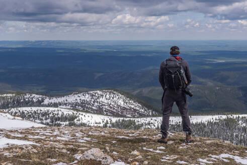 Hiker on top of mountain range, Calgary, Canada - ISF22969