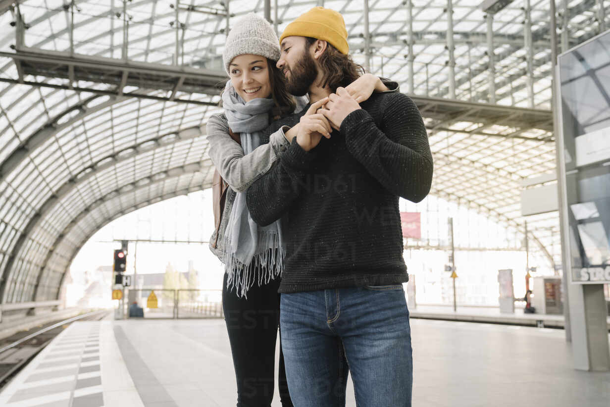 Happy young couple at the station platform, Berlin, Germany - AHSF01430 - Hernandez and Sorokina/Westend61