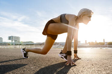 Blonde woman jogging in Cologne, Germany - MADF01423