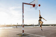 Blonde woman playing basketball in Cologne, Germany - MADF01429