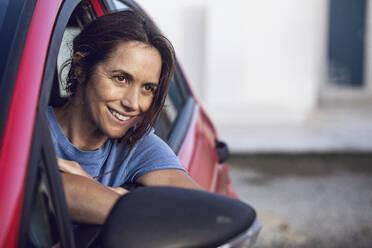 Südafrika, Westerncape, Kapstadt, Studio 26, Frau in Auto, Buisiness - MCF00467