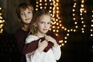 Portrait of siblings at Christmas time - EYAF00735