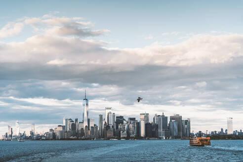 USA, New York,Manhattan skyline with One World Trade Center - DAMF00247