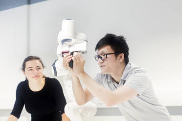 Sudents studying robotic at an university institute - SGF02506