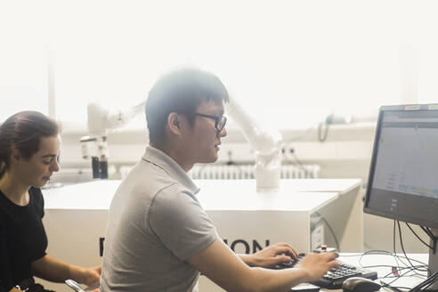 Sudents studying robotic at an university institute - SGF02512