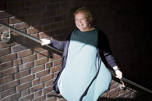 A curvy woman on a staircase - IHF00217