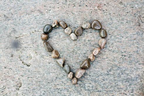 Stone heart shape - JOHF05058