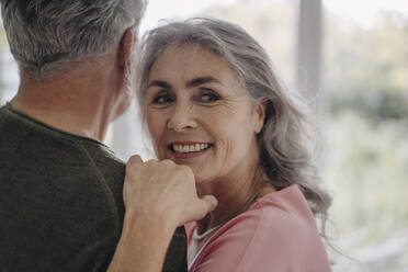 Portrait of smiling mature woman with her husband at home - GUSF03046
