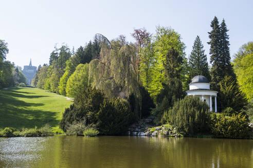 Germany, Hesse, Kassel, Pond and trees in Bergpark Wilhelmshohe - RUNF03500