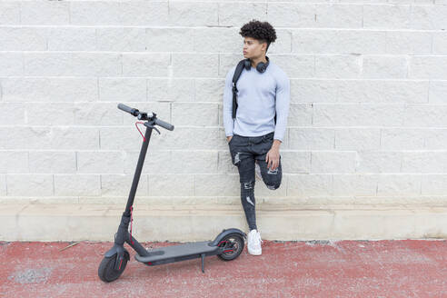 Young man with e-scooter outdoors - JPTF00374