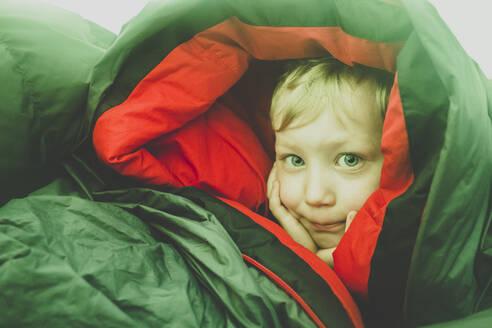 Portrait of blond little boy in a sleeping bag - IHF00241