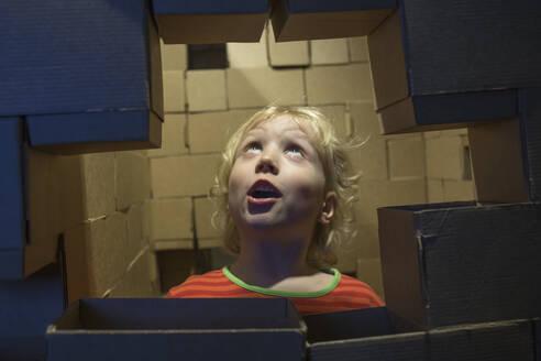 Portrait of astonished little boy - IHF00256