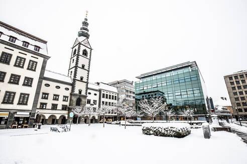 Austria, Klagenfurt, Klagenfurt cathedral at the Domplatz in winter - DAWF00976